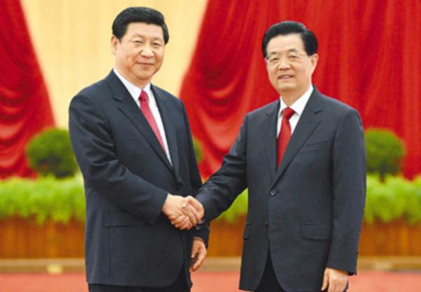 髪の毛が黒々している中国指導部の人々