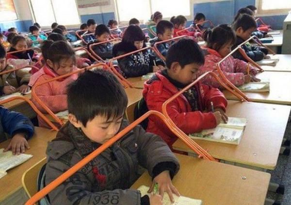 姿勢を良くする中国の小学校の風景