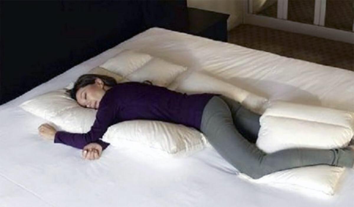 人 うつ伏せ で 寝る