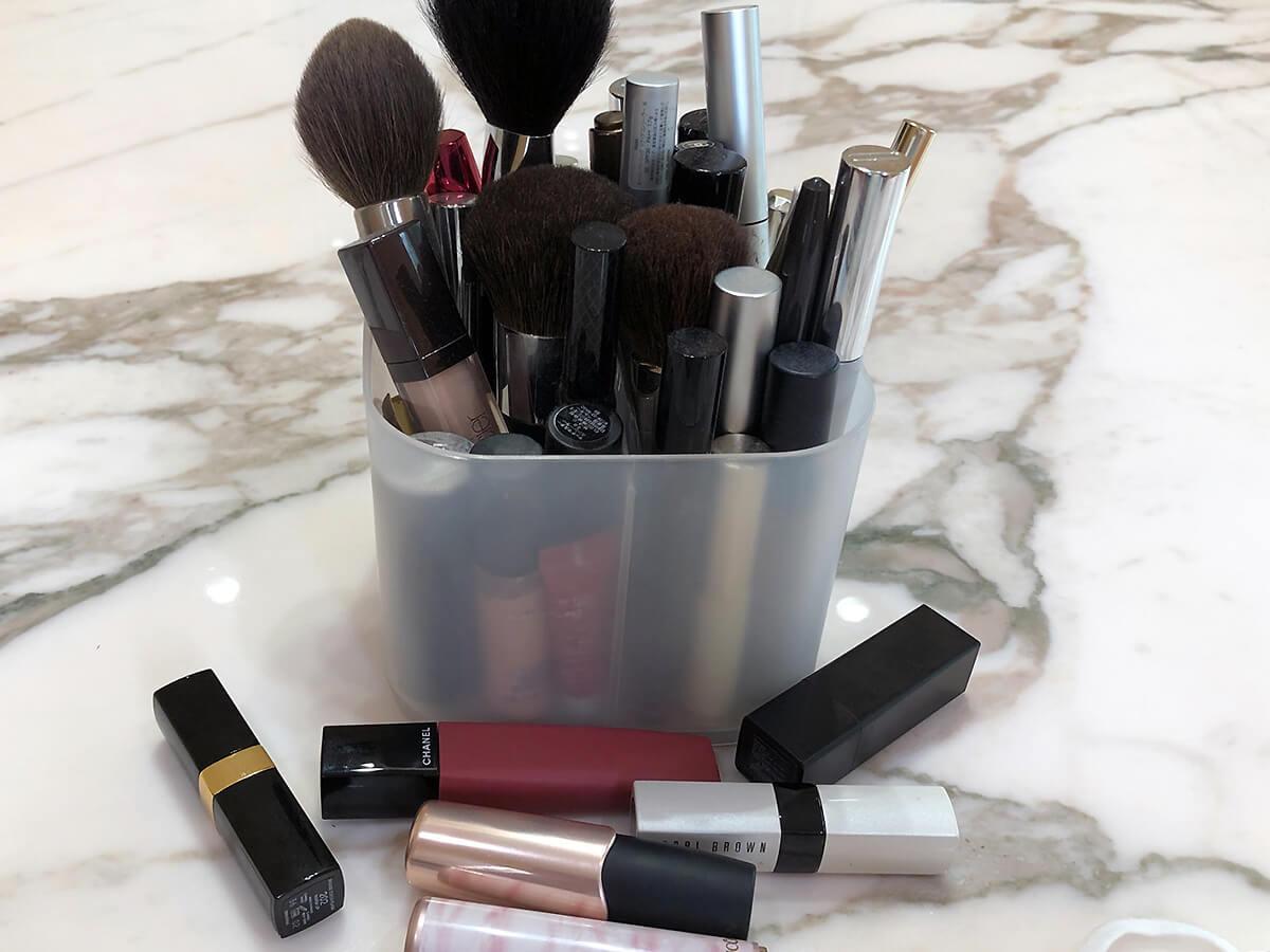 我が家の散らばった化粧品たちの様子